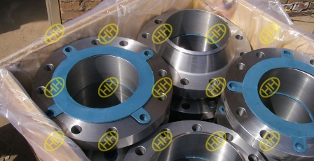 small-size-weld-neck-flange-in-wooden-case-package